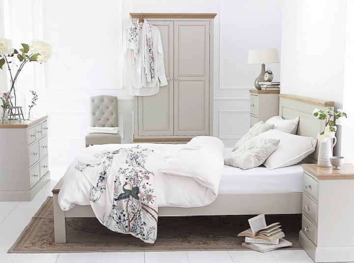 davenport-cream-painted-oak-bedroom-furniture-home-tyne-and-wear-north-east-wardrobes-chest-of-drawers